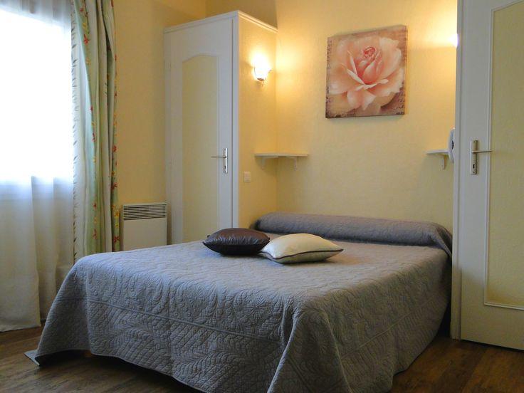 Chambre standard de 12 m², le confort à petit prix. www.hotel-lenautile.fr