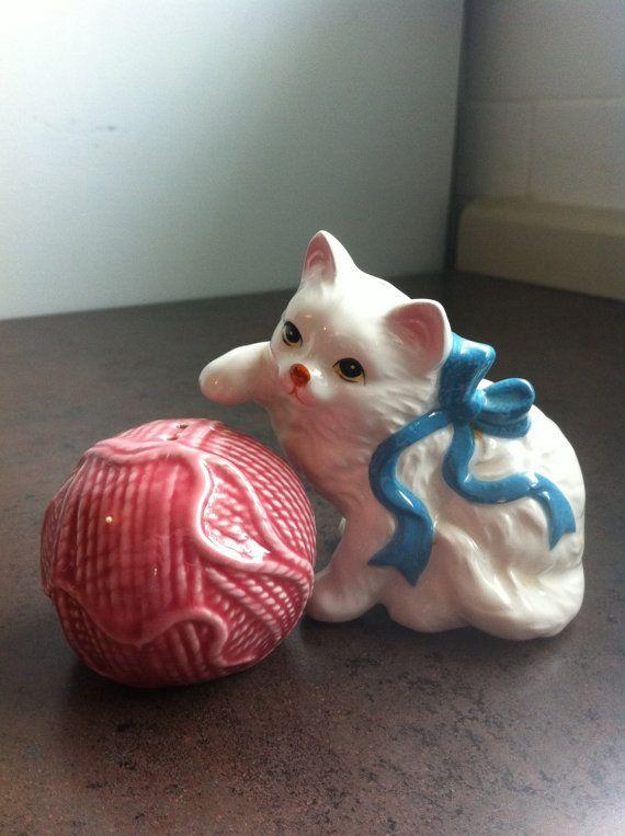 Vintage salière et poivrière - chaton blanc sel et poivre rose boule de laine - en céramique émaillée - cadeau pour collectionneur