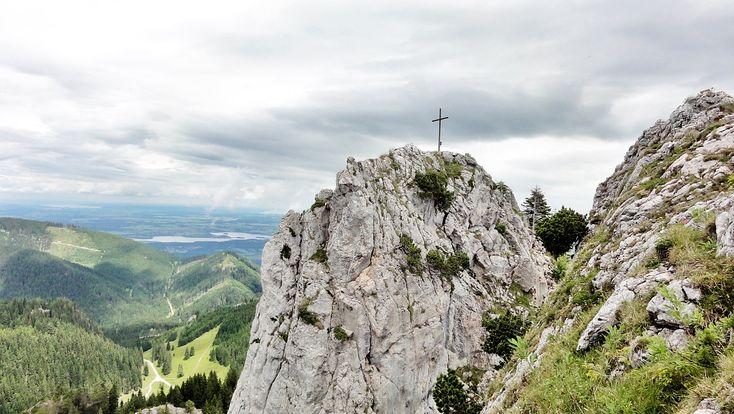 Das Ettaler Manndl (1633m) ist ein kleiner Felskopf in den Ammergauer Alpen, der bei Münchner Wanderern äußerste Beliebtheit genießt. Tipp für Familien!