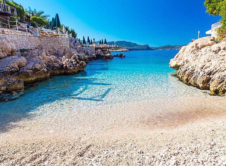Kaş Merkezde Yer Alan Linda Beach Hotel'in hemen önünde yer alan Küçük Çakıl Plajı. #YazGeldi #Kas #Antalya  www.kucukoteller.com.tr/kas-otelleri.html ☎️ 0242-8361328  Fiyatlar 170 TL'den itibaren...