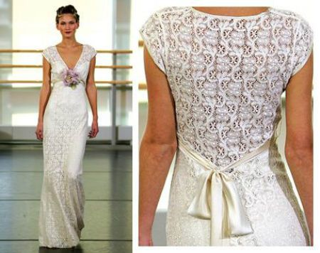 I love the back of this crochet wedding dress. It compliments the simplicity of the rest of the dress beautifully!