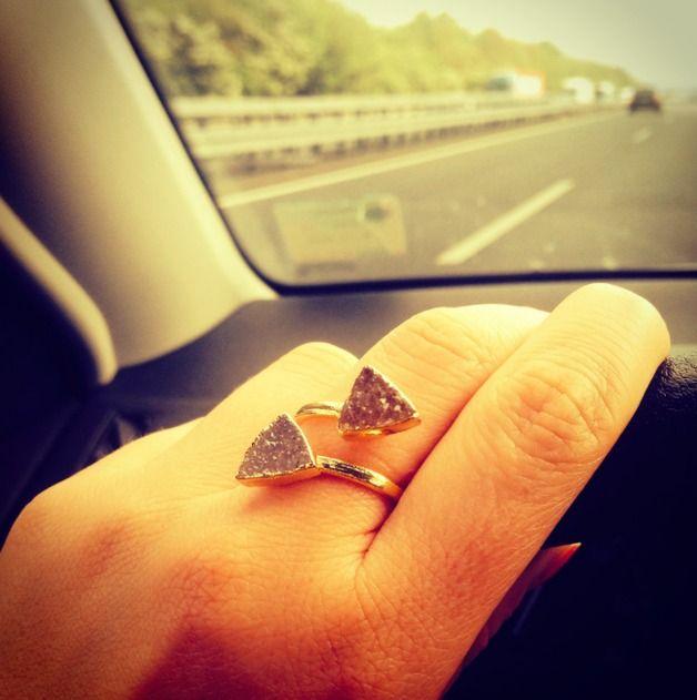 Bijoux en #agate, Bliss - Ring mit zwei Achatdreiecken est une création orginale de crystalandsage sur DaWanda
