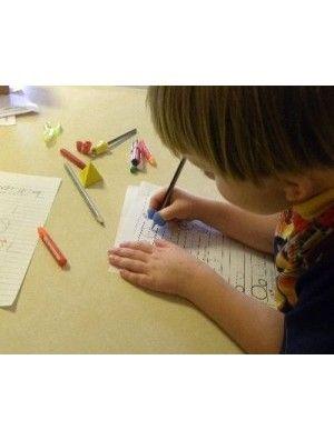 Ausilio per la scrittura- artiglio è un modello divertente, conveniente ed efficace per insegnare ai bambini come impugnare correttamente la matita.