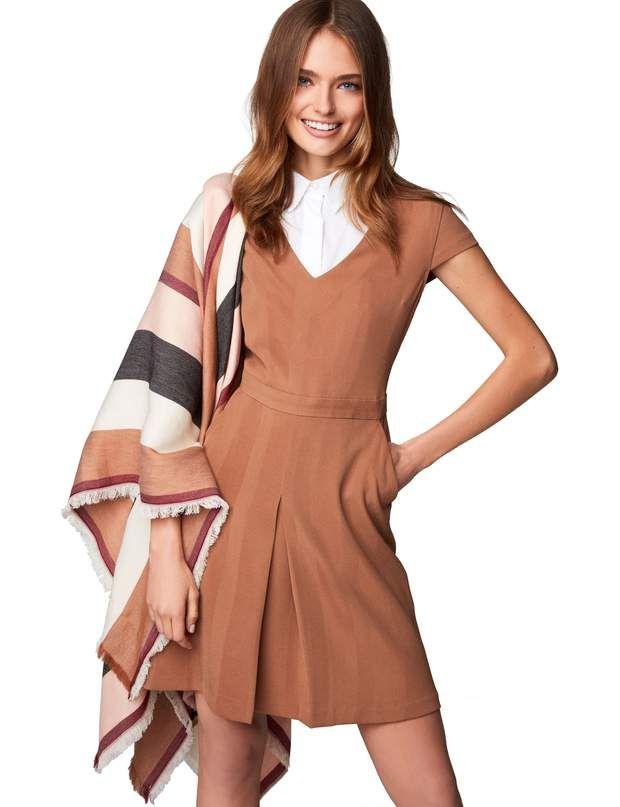 Robe d'hiver : la robe camelRobe en maille resserrée à la taille, Benetton, 59,95€.