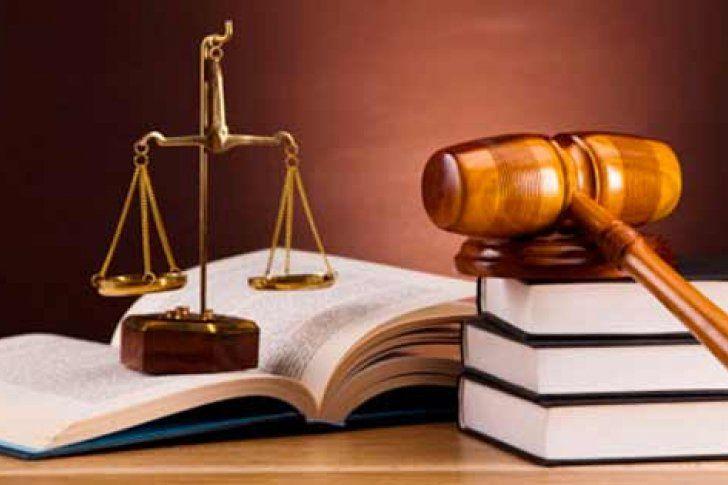 <p>03/02/2016/2001/AJV El abogado ejerce profesionalmente la defensa jurídica de una de las partes en juicio, así como los procesos judiciales y administrativos ocasionados o sufridos por ella. Todos los 3 de febrero se celebra el Día Internacional del Abogado. Son…</p>