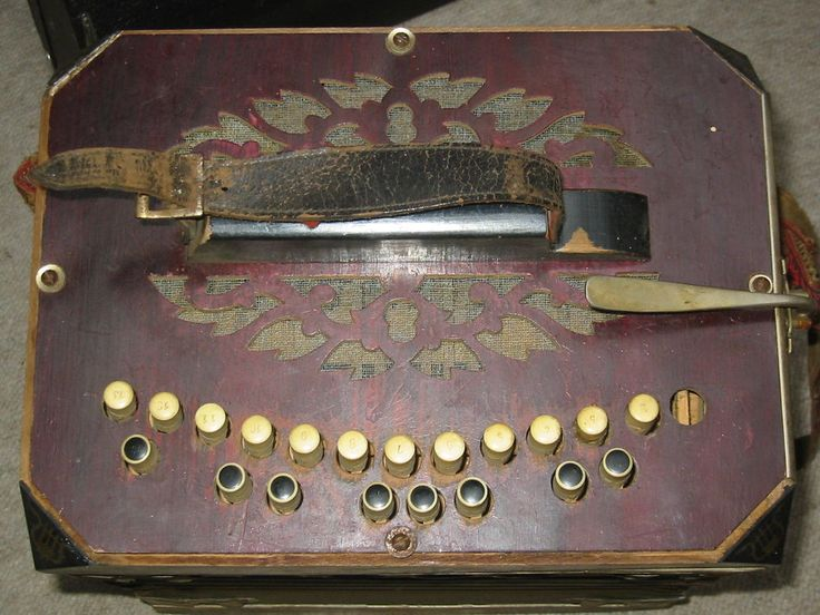"""Very old concertina or bandoneon. It has 13 buttons on one side and 21 buttons at the other side. It reads """" """"Chromatik la Toska DRGM Made in Germany"""". The size of the body is 12 ; 10 1/4 ; 7,5'. (30 /26/19cm). 