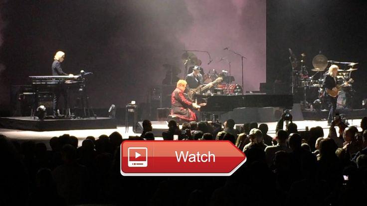 Elton John Prague 1 concert cool beginning