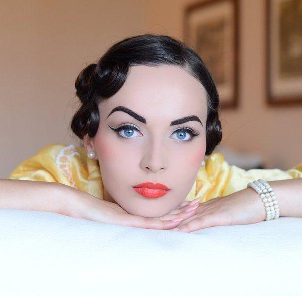 retro: Coral Lips, Cat Eye, Vintage Makeup, Makeup Ideas, Pin Curls, Vans Munsters, Pinup, Idda Vans, Pin Up