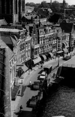 Gezicht op Vismarkt te Utrecht vanaf het Stadhuis (Stadhuisbrug 1). 1960-1971