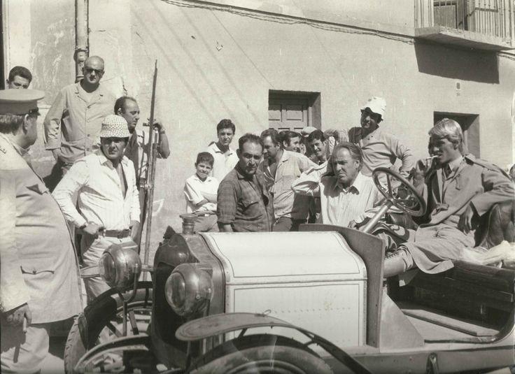 Orson Welles, Petroni e John Steiner. Tepepa segna il debutto in Italia per Steiner