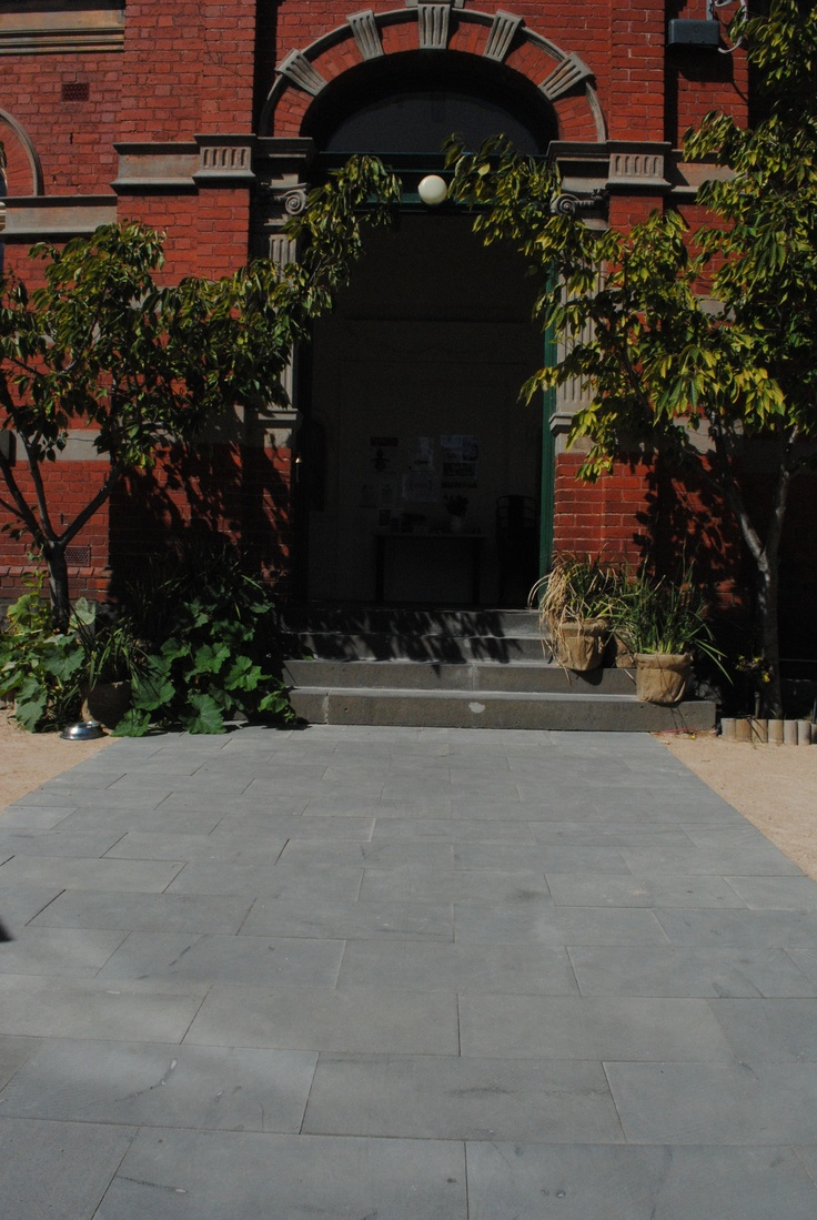 Enjoy a trip to South Melbourne Commons on the corner of Montague St. and Bank St. South Melbourne. This project was initiated by the Friends of the Earth Melbourne. The Commons Cafe serves great coffee and you can see our 600×300 sawn face Bluestone pavers laid at the entrance. This stone has been laid directly over crushed rock in a mortar base.