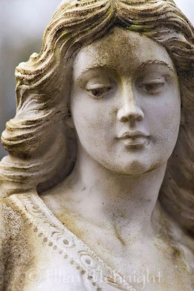 Angel statue in Bonaventure Cemetery (Savannah, GA)  Ellen McKnight, photographer