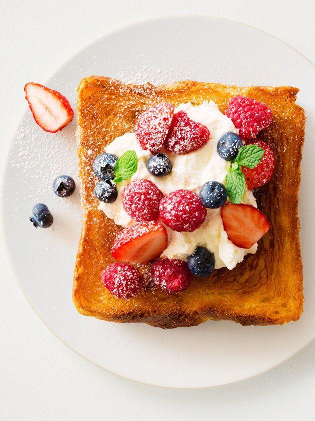 ベリーベリートースト/ベリーがないときは旬のフルーツを使ってもまた別の味わいが楽しめる。 #レシピ #elleatable