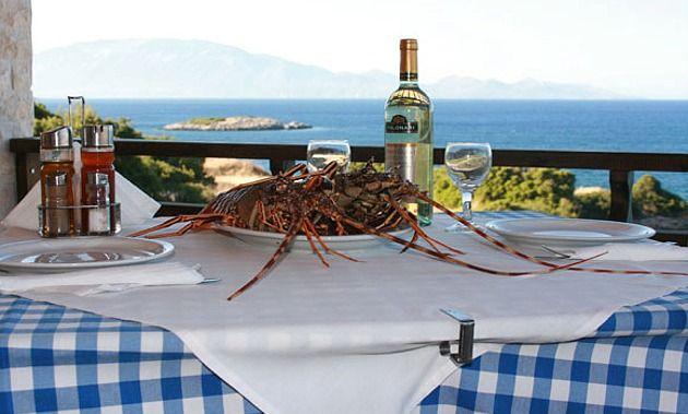 Restaurant - http://www.ilia-mare.gr/restaurantΈνα μπαλκόνι στον Ευβοϊκό ανάμεσα στη θάλασσα και το βουνό, ένα ειδυλιακό σημείο στο λιμανάκι των Ηλίων Ευβοίας, το εστιατόριο Φάρος. Eδώ και χρόνια ο Φάρος είναι γνωστός για τις γεύσεις του, φτιαγμένες από τα πιο αγνά και φρέσκα υλικά, γε�