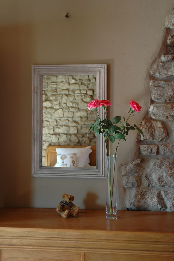 A hint of colour in the bedroom - Ambra