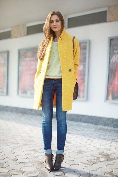 С чем носить желтое пальто.