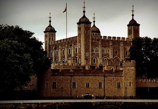 La Torre di Londra è uno dei luoghi da vedere a Londra. Qui si trovano la White Tower e i Gioielli della Corona, con pezzi unici. http://www.marcopolo.tv/regno-unito/torre-di-londra-guida-londra