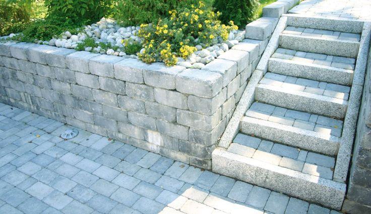 Her kan Rådhus Støttemur fra aaltvedt brukes. Fin trappeløsning med granitt steiner. Aaltvedt fører granittkantsteiner i 1m lengde, som på dette bildet.