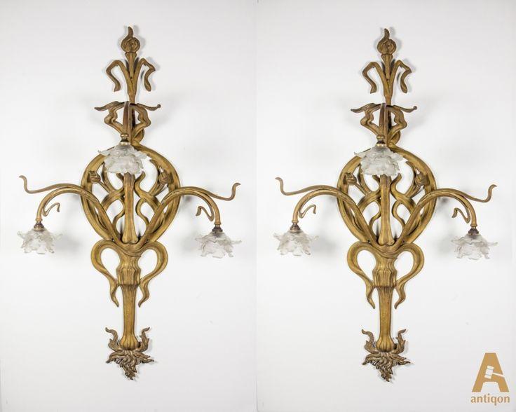 Уникальная пара салонных бронзовых настенных светильников, выполненных в виде виноградной лозы, листьев и цветочных бутонов.