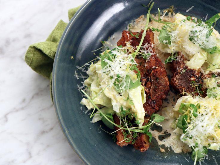 Lammkotlett med parmesan- och timjanstuvad spetskål | Recept från Köket.se
