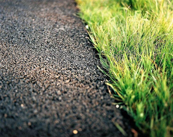 Scelte... Non possiamo più aspettare. Dobbiamo scegliere se vogliamo tutto subito o se vogliamo lasciare un po' di pianeta anche a chi verrà dopo.  #savetheplanet #climatechange #cambiamenticlimatici #civiltà #green #grass #erba #asphalt #asfalto #strada #road #insalike #instalife #instamoment #minimalismo #minimalism #fotografia #photography #earth #terra #planet #pianeta #l4l #like4like #likeforlike