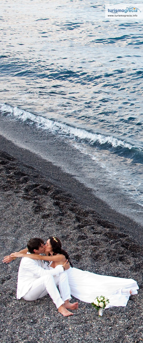 Santorini beach wedding photography