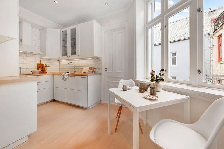 FINN – Midt mellom by og fjell. Lekker 3-roms leilighet i Sandviken. Nydelig utsikt utover Bergen by fra 4.etg.