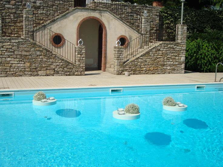 #fiori #galleggianti in #piscina per non trascurare alcun dettaglio