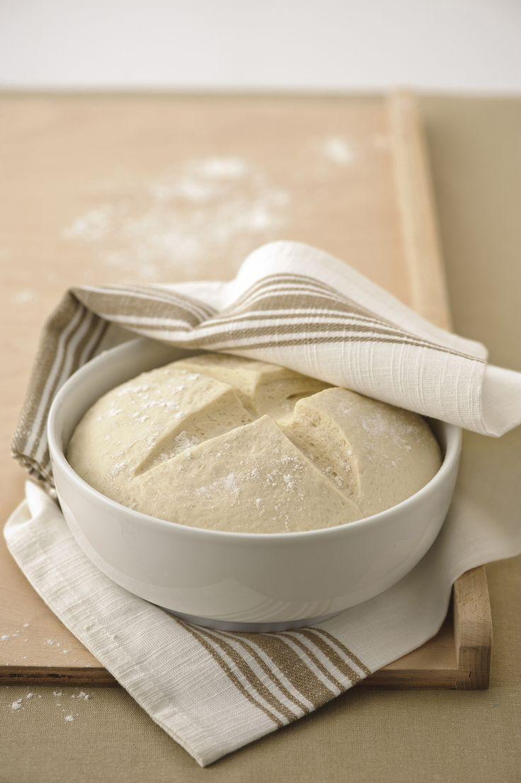 Scopri come cucinare la pasta di base per la pizza su Sale&Pepe. Guarda gli ingredienti, la preparazione e vota la ricetta.