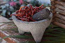 El otro ingrediente básico en todas partes de México es la comida pepper.Mexican Chile tiene una reputación de ser muy picante , pero su condimento puede ser mejor descrito como fuerte. Muchos de los platos también tienen sabores sutiles . Chiles se utilizan por sus sabores y no sólo su calor , con México, utilizando la variedad más amplia . Si un plato salado o merienda no contiene pimienta de Chile , se suele añadir la salsa picante , pimienta y Chile a menudo se añade a la fruta fresca y…