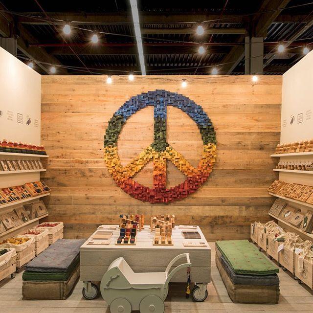 International Peace Day ✌️ & ❤️ • #woodenstory #peacesign made of #woodenblocks #peaceart #peaceandlove #internationalpeaceday  #positivethinking