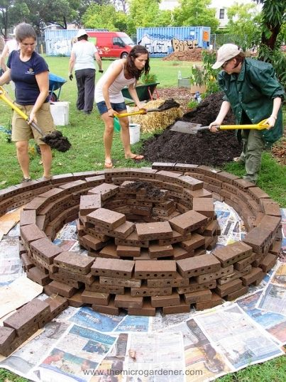 4 Step Guide to Building a Herb Spiral: Gardens Ideas, Spirals Herbs Gardens, Yard, Step Guide, Spirals Gardens, Brick, Firepit, Herbs Spirals, Fire Pit