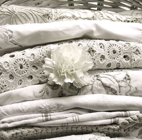 I love these kind of linens. I have one that looks very much like the grey edged cloth in the middle.