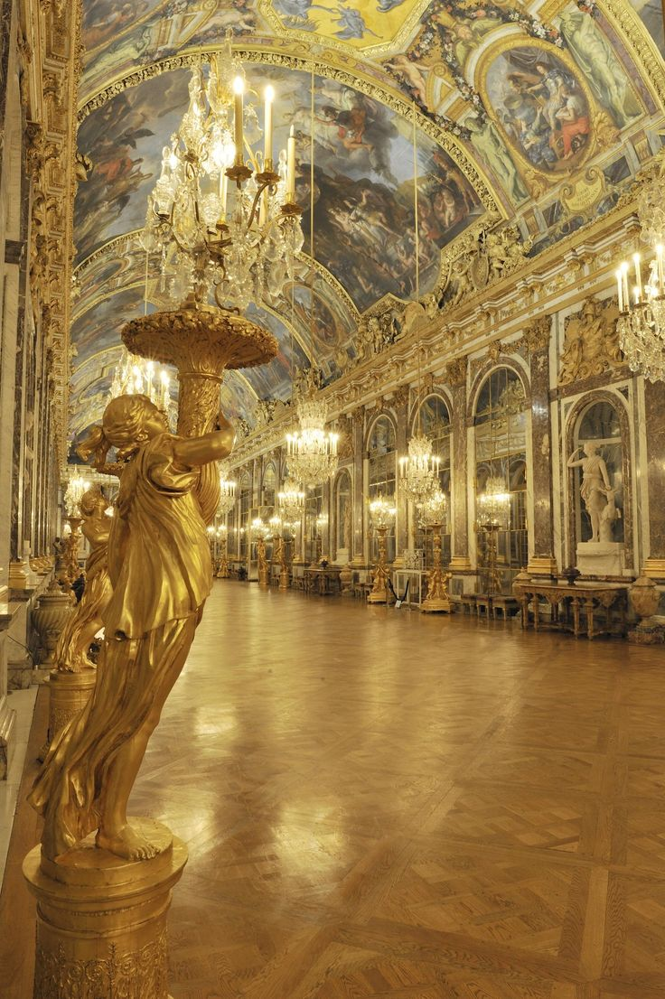 The hall of mirrors palace of versailles paris france for Architecte des batiments de france versailles