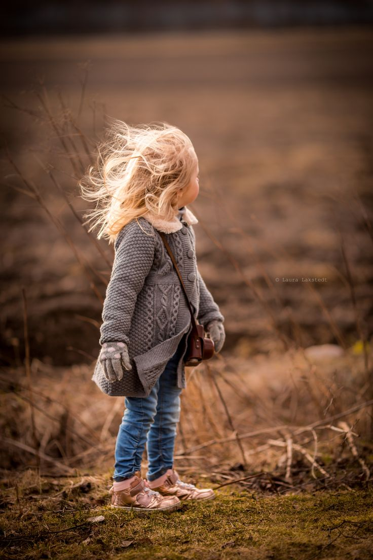 """~Gone with the Wind~ - Windy spring evening with my photography buddy :) <a href=""""https://www.flickr.com/photos/127298779@N06/"""">Flickr</a> <a href=""""www.facebook.com/pages/Laura-Lakstedt-Photography/1417025061927908"""">Facebook</a> <a href=""""http://instagram.com/lakstlau"""">Instagram</a> @lakstlau"""
