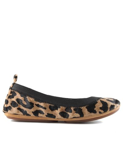 Yosi Samra is a second-generation shoe designer who is known for elevating the popular fold-up ballet flat into one that was just as superior in structure and design as it was comfortable and convenient. These leopard print pony hair flats are comfortable yet stylish for everyday.  Color: Natural Wildcat. Material: Pony Hair. Fit: Available in whole sizes only; we recommend sizing up for half sizes. Heel Height: Flat. Certain promo codes may not be used on Yosi Samra shoes. See the Yosi…