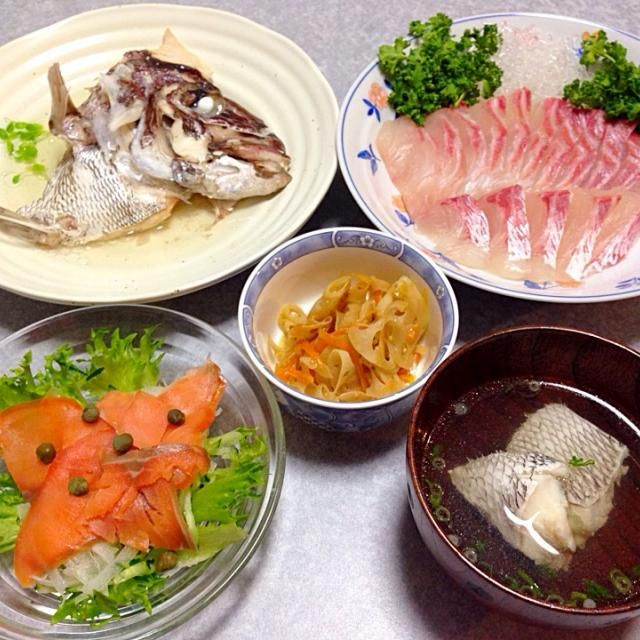 鯛のお刺身、 鯛の酒蒸し、 鯛のお吸い物、 レンコンのキンピラ、 カルパッチョ です。 - 20件のもぐもぐ - なぜ また魚なの? by orieueki