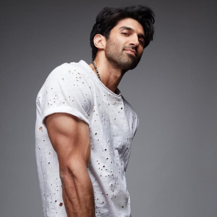 Exclusive Aditya Roy Kapur To Gain 10 Kilos Will Sport Two Different Looks For Malang Pinkvilla Roy Kapoor Celebrity Bodies Bollywood Actors