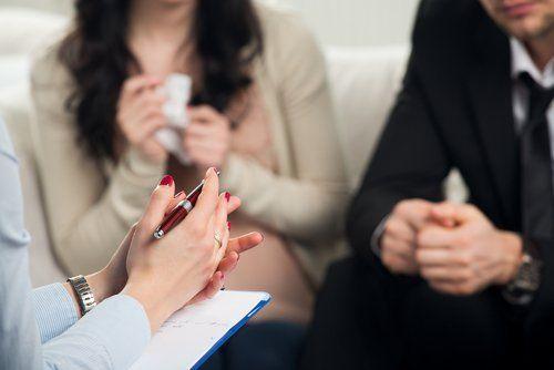 ¿Te niegas a ir a terapia con tu pareja? En ocasiones, creemos que tenemos nosotros la solución y no somos conscientes que necesitamos un guía.