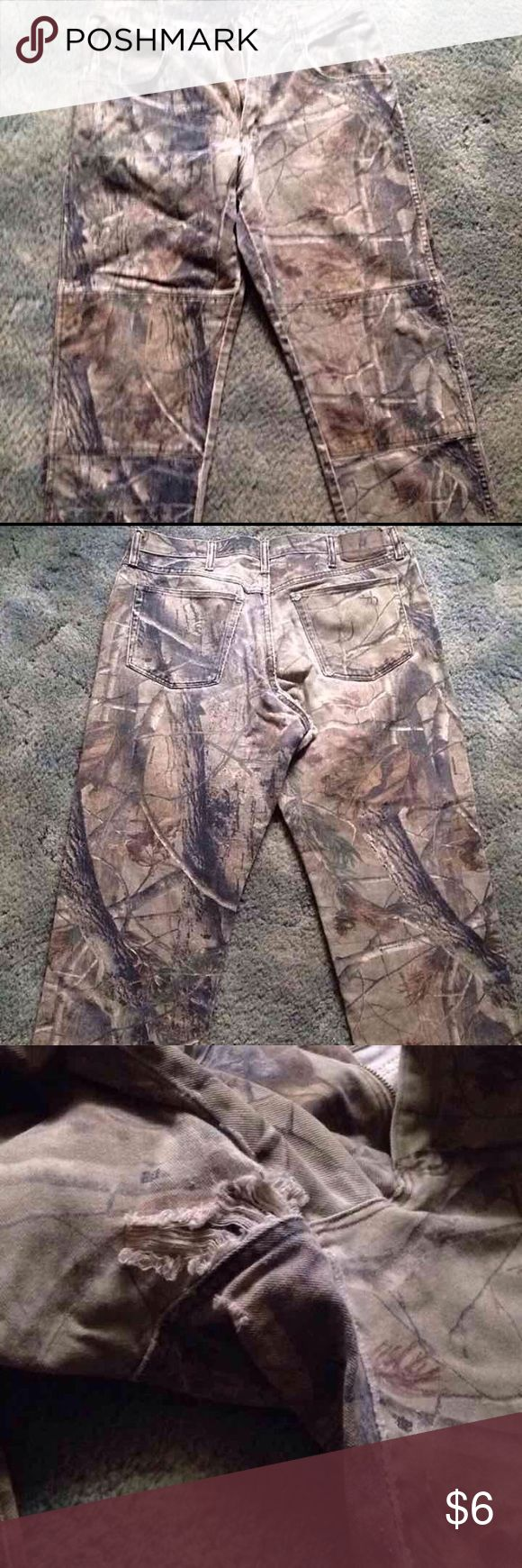 Mens Camo Pants sz 34 x 30 Can be used as work pants or hunting jeans. Great condition other than rip in crotch area. Bundle with lots of other jeans for discounts Wrangler Jeans Relaxed
