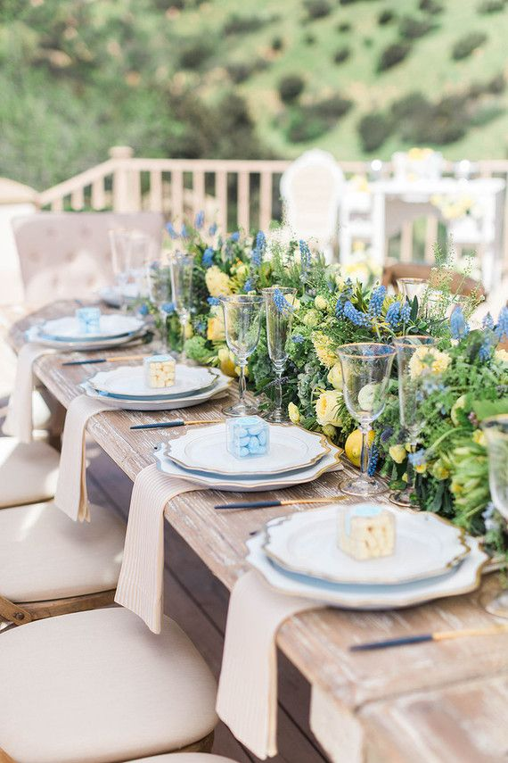 La Tavola Fine Linen Rental: Ticking Gold Napkins | Photography: Laura Moll Photography, Florals: The Petal Workshop, Rentals: Found Vintage Rentals, Tabletop Rentals: Casa de Perrin