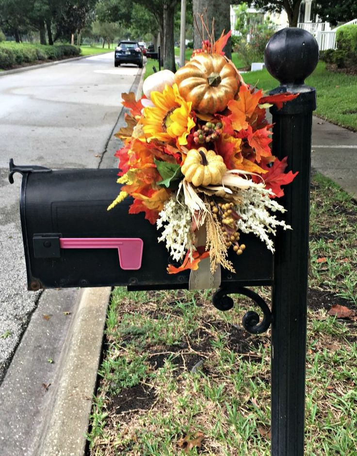 #diy #crafts #autumn mailbox decor - don't think it would last here in FL still the rainy season. Maybe in Oct!