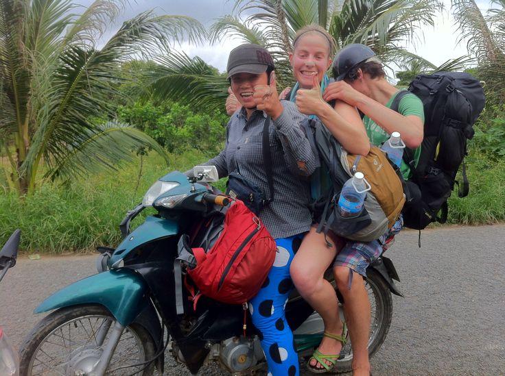 In Vietnam past alles op één scooter. Drie personen, twee backpacks en twee daypacks? Geen probleem! http://www.pimenjiska.nl/mekong-delta/