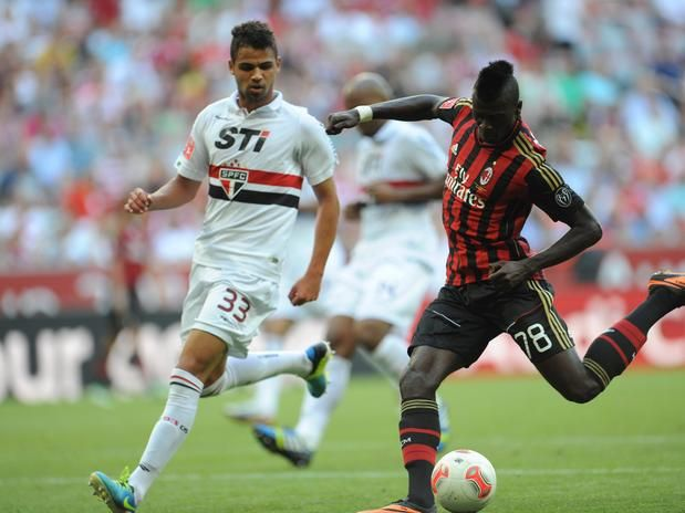 ~ M'baye Niang of AC Milan against Sao Paulo FC in the Audi Cup ~