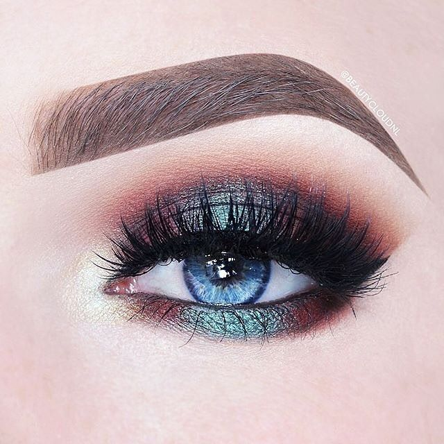 Iridescent makeup look by @beautycloudnl topped off with our #StarletLashes. Makeup Details: 100 Days of Makeup - Day 15/100 Eyelook using the stunning @KatvonDBeauty @TheKatVonD Serpentina Eyeshadow palette (and I applied some more @Sugarpill Lumi on my inner corner to cool down the golden color a bit). I also used my new Kat von D Lock-It Concealer Crème in White Out and Light 1 (mixed) to carve out my brows. They're SO good! •••••••••••••••••••••••••••••••••••••••• Products Used: • ...