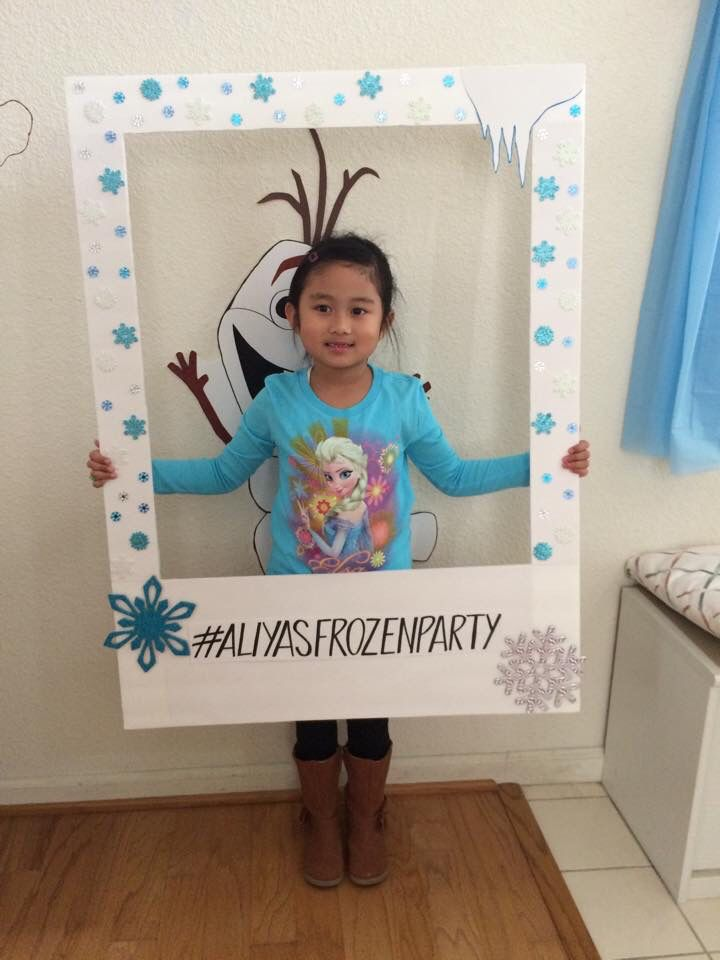 DIY photo frame for her Frozen party we could probably put two 2x4 stakes to go into dirt and put outside