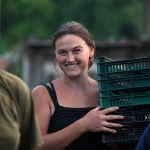 i sorrisi delle donne a Bratunac: le marmellate realizzate con i frutti di bosco raccolti dalla cooperativa Insieme si trovano nei negozi di Coop Consumatori Nordest di medie e grandi dimensioni