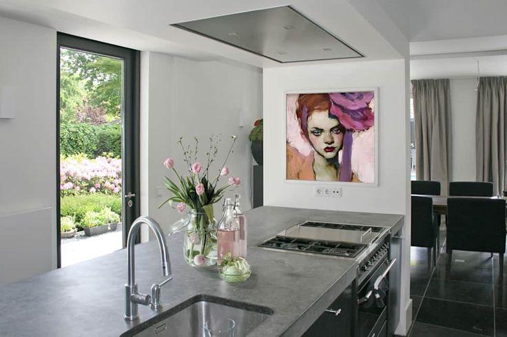 Keukeneiland verborgen voor eetkamer.: industriële Keuken door Doreth Eijkens | Interieur Architectuur
