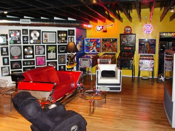 sports themed man cave ideas | Not all man caves have a sports theme. Take this man cave, which is ...
