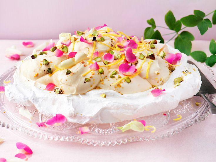 Påskig pavlova med rosenblad